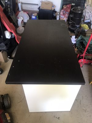 Desk with drawers for Sale in Bolingbrook, IL