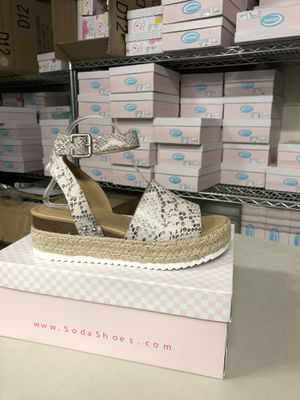 Woman's size 9 topic beige python print ankle strap flatform sandal espadrilles for Sale in Corona, CA