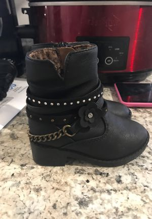 Baby girl boots size 5 for Sale in Houston, TX