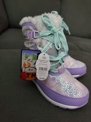 Size 12 girls snow boots for Sale in Milwaukee, WI