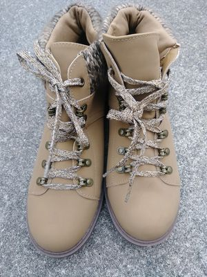 Cutebrand new ladies hiking/work boots for Sale in Fort Myers, FL