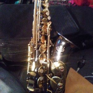 Henlucky Saxophone In Great Shape Includes Case for Sale in Roan Mountain, TN
