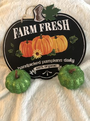 New farm fresh sign with 2 green 3.14in x 3.14in pumpkins for Sale in Santa Ana, CA