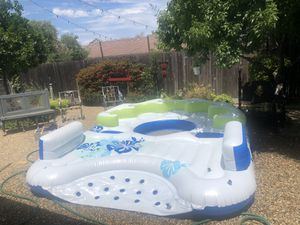 Huge floating island, no leaks, used 2-3 times. for Sale in Martinez, CA