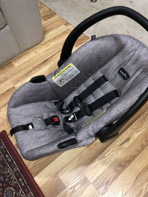Baby car seat, stroller and base. for Sale in Greenbelt, MD