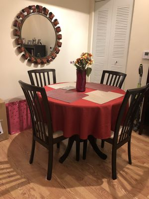 Dark Brown round kitchen table and chairs for sale! for Sale in West Palm Beach, FL