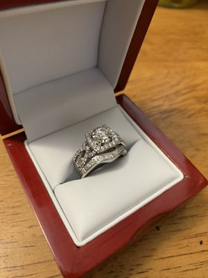 Diamon ring with diamond wedding band size 7 for Sale in Oak Lawn, IL