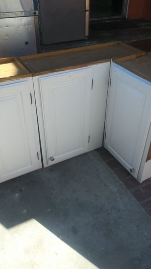 Kitchen cabinets for Sale in Bell Gardens, CA