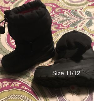Kid's snow boots size 11/12 for Sale in Nashville, TN