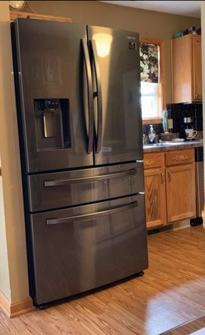 1 month old Samsung Showcase Counter Depth Fridge for Sale in Macomb, MI