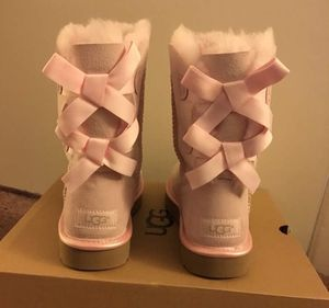 100% Authentic Brand New in Box UGG Light Pink Bailey Bow Boots / Women size 5 (Big kids 3), Women size 6 (big kids 4) and Women size 7 (Big kids 5) for Sale in Lafayette, CA