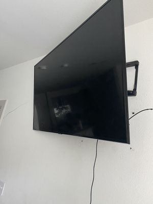 55 inch Samsung Smart TV with Wallmount & LED lights for Sale in Dallas, TX