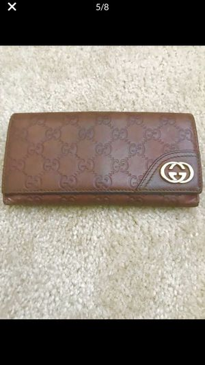 AUTHENTIC GUCCI Wallet in Embossed Guccisima Leather for Sale in Glen Burnie, MD