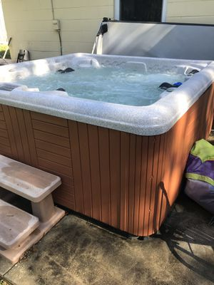 Leisure bay spa celebrity hot tub for Sale in Orange City, FL