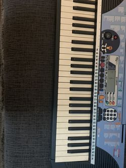 Music Keyboard, A Few Years Old Still Works Really Good Takes Battery's. for Sale in Tewksbury,  MA