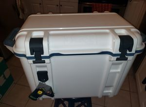 Otterbox Venture 45quart Cooler (White) for Sale in Gaithersburg, MD
