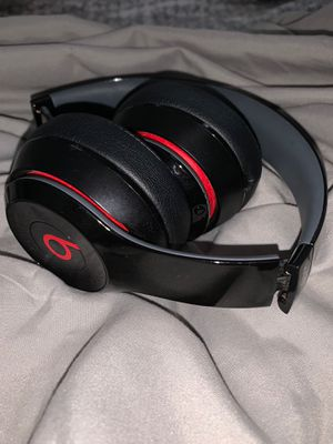 RED AND BLACK BEATS SOLO 2 WIRELESS (NEW) for Sale in Mahwah, NJ