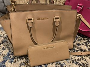 Michael kors purse with wallet for Sale in San Diego, CA