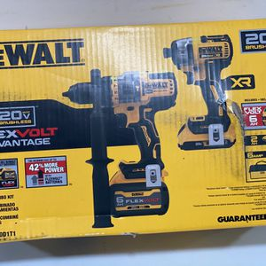 DEWALT. 20V FLEXVOLT ADVANTAGE. 1/2in Hammer Drill/Impact Driver Kit for Sale in Phoenix, AZ