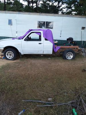1998 ford ranger xlt 2.5 motor runs no bed no trans for Sale in Dublin, GA