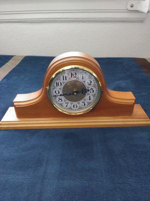 """Mantle clock.. Maple wood.. Like new, has brass ring with locking glass face with clip.. Keeps perfect time.. 14"""" long x 6 1/2"""" high.. Nice clock for Sale in San Diego, CA"""