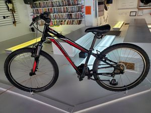 Specialized hot rock Front suspension kids mountain bike for Sale in Lakewood, CO