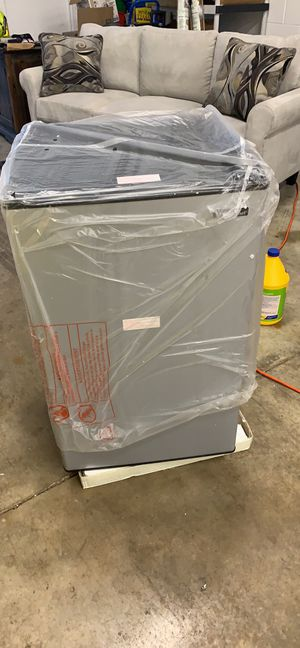 3.3-cu ft stainless mini fridge with Freezer for Sale in Columbus, OH