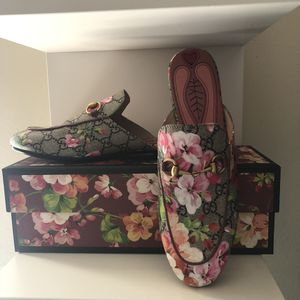 Gucci blooms loafers 100% authentic for Sale in San Diego, CA