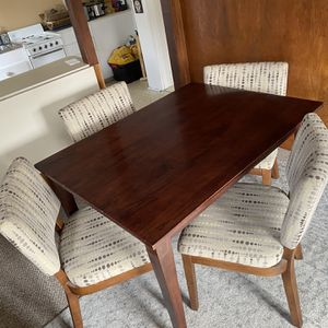 Dinning Room Table And Chairs for Sale in San Diego, CA