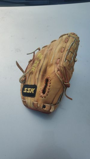 SSK baseball glove for Sale in Vancouver, WA