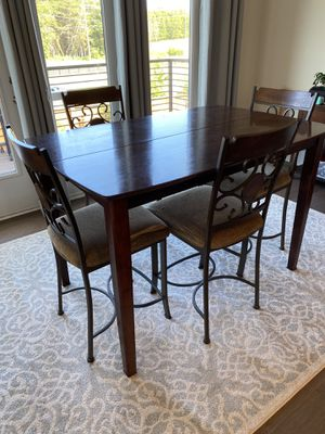 High Top Kitchen Table and Chairs for Sale in Ashburn, VA