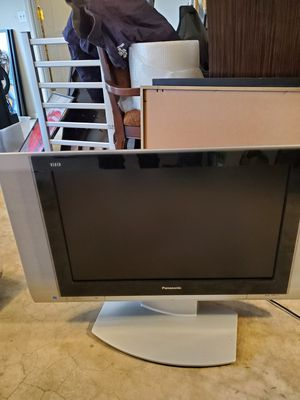 Panasonic tv 40 inches 26 inches with atand for Sale in New Brunswick, NJ