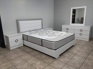 Complete queen bedroom set brand new free delivery mattress included for Sale in North Miami Beach, FL