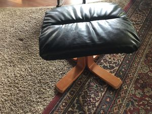 Leather modern Ottoman for Sale in East Jordan, MI