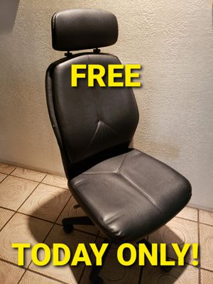 FREE rolling desk chair for Sale in Tacoma, WA