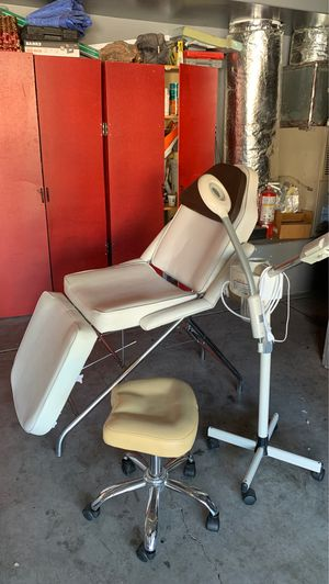 Facial chair, steamer w/ magnifying light, adjustable saddle stool for Sale in Las Vegas, NV
