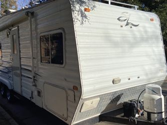 2005 Weekend Warrior 23ft TOYHAULER Super Lite Front Bed Loaded Rv for Sale in Fresno,  CA