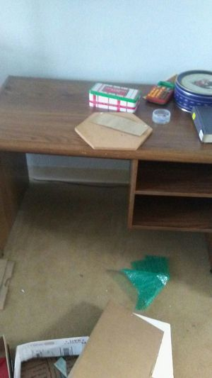 Computer desk small for Sale in Columbus, OH