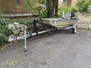12' Grumman Jon boat for Sale in Easton, MA