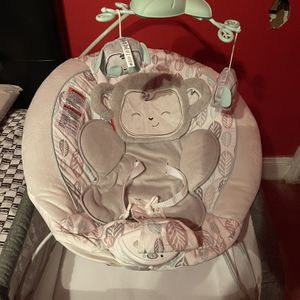 Fisher Price Infant Vibrating Cushioned Chair for Sale in Cleveland, OH
