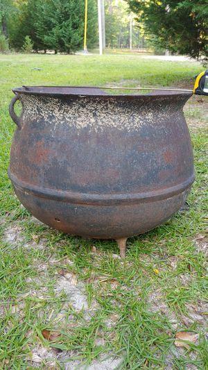 Cast iron pot for Sale in Vidalia, GA