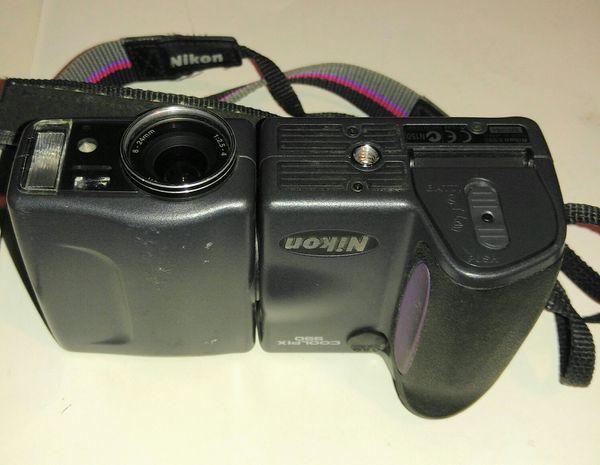 Nikon CoolPix 990 3.2MP Digital Camera