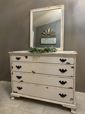 Dresser w/ Mirror for Sale in Lehigh Acres, FL