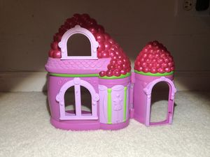 Strawberry shortcake playset for Sale in Naperville, IL