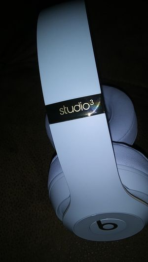 Brand new skyline beats studio 3 wireless headphones for Sale in Minneapolis, MN
