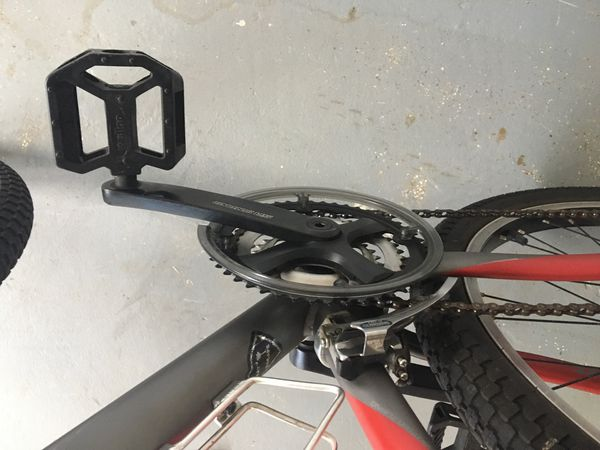 "Giant Bike's ""Grind OS2"" with rack, lock and helmet"