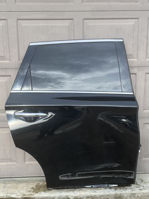 DAMAGED INFINITI JX35 QX60 2013-2015 OEM REAR RIGHT PASSENGER DOOR SHELL (COMPLETE) for Sale in Nashville, TN