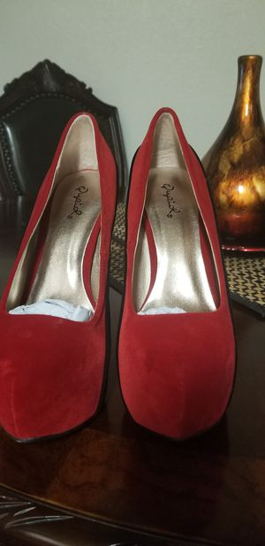 New perfectos para fiestas size 7&8 for Sale in Glendale, AZ