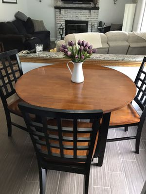 Round kitchen table with 4 chairs for Sale in Blackwood, NJ