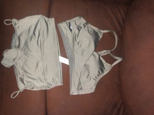 My girlfriend received package with wrong size, brand new SIZE : Small for Sale in Calexico, CA